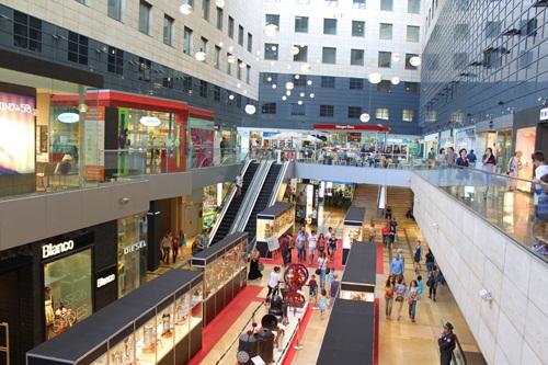 Shopping et d tente l illa letizia barcelona - Illa centre comercial ...