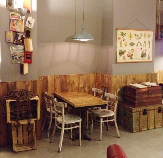 Brunch au petit pot caf letizia barcelona for Caler un meuble
